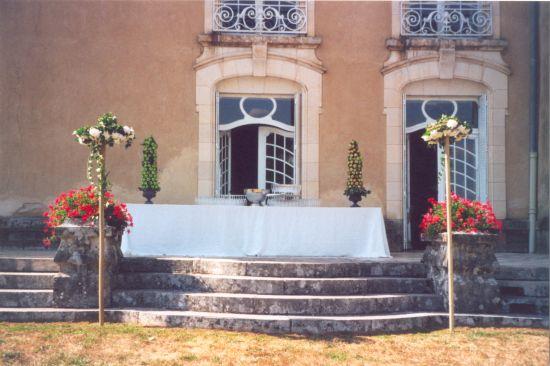 terrasse ext rieure chateau du repaire vigeois en corr ze dans le limousin. Black Bedroom Furniture Sets. Home Design Ideas